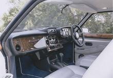 """Talesättet """"skönheten kommer inifrån"""" gäller i hög grad Bristol Blenheim. Ett högvärdigt utförande i bästa engelska trä- och lädertradition. Rolls-Royce är en dussinbil i jämförelse."""