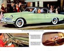 """1954 hade Studebakers fantastiskt moderna nya kaross funnits ett år. En lång och låg maskin som kunde erbjuda en kraftfull V8. Att Studebaker från början varit tillverkare av hästkärror gick knappast att gissa sig till. Raymond Loewy designade såväl föregångaren Starlight Club Coupe som 1953 års """"Fashion Academy Award"""" prisvinnande modell."""