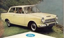 Hösten 1962 såg Cortina dagens ljus för första gången.  Fullständiga namnet var Ford Consul Cortina. Det var en för motorstorleken 1,2 liter  tämligen stor bil men ett utpräglat lättviktsbygge med enkel mekanik.