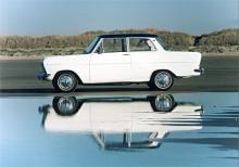 Till 1962 hade Opels bilproduktion fått rejäl fart och Kadett återupptogs som modellnamn för den minsta och billigaste Opeln. Kadett A kallad, kantig och hög.