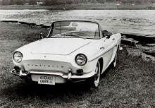 Hemulen på hjul. Idén med att sprida ut bokstäver över den innehållslösa fronten gav inte riktigt den förfinade look man antagligen tänkte sig. Behovet av lister är uppenbart, kanske något i stil med den Renault Dauphine GT, en specialare som visades 1958 på Genevesalongen.