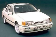 Ford Sierra lanserades 1982 som ersättare för Cortina och Taunus och var efter Saabs förebild en combi-coupé. Det gick inte riktigt hem hos alla i England och snart kom också en Sierra med traditionell sedankaross. Den kallades i England för Sierra Sapphire. På bilden den vassa Cosworth-versionen.