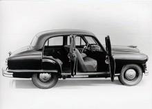 Den korta hjulbasen märks ännu mer på versionen med utbyggd koffert som tillverkades från 1953. Baksätet är placerat rakt över bakaxeln och däcken är kraftiga 16-tummare.