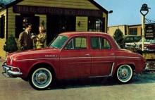 Dauphine 1966. Amerikabågar på stötfångarna och fortfarande med vita däcksidor. Reklambilden sannolikt från USA där Renault några år sålde Dauphine.