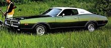 1971 skedde nästa karossbyte och förvandlingen var ett steg tillbaka igen mot det pösigare hållet. Värsta modellen hade visserligen fortfarande en 440 motor på 370 hk men de flesta köparna valde till vinyltak och tjocka golvmattor. Bilen på bilden är från1972.