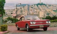 Chevrolet Corvair firade vi den 27 mars, på Ralfs namnsdag. Sportversionen Monza kom våren 1960 och hade lite starkare motor och tuffare inredning. 1962 introducerades Monza Spyder med turboladdad motor på 150 hk, tillsammans med Oldsmobile F-85 Turbo Jetfire den första produktionsbilen med turbo. Detta är en Monza coupé -64.