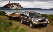 2006 introducerade Jeep en ny modell kallad Commander. En mellanstor suv med V6-motor men även med Hemimotorn om det skulle behövas. Som när flygplan ska transporteras. En 2008 är det i alla fall.