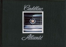 Sextiofyra sidor. Inbunden. Textilklädda pärmar. Förlaget som fick ordern på Cadillacs Allantébroschyr gnuggade förmodligen händerna tills huden föll av.