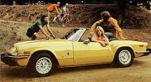- När ska han hoppa av så att jag kan sticka? Nu har han suttit där och ropat åt cyklister i flera timmar... År 1970 lanserades Mk IV och till det ritades karossen om en hel del, bakdelen fick ett mer avhugget utseende som anknöt till både Stag och 2000/25000-modellerna. Bakaxeln modifierades för att ge bättre vägegenskaper, inredningen blev mer påkostad. Motorn var de första åren fortsatt på 1,3 liter men kunderna krävde mer och 1973 lanserades i Nordamerika 1500-modellen. 1975 fick även övriga marknader 1500-motorn.