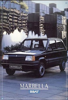Fiat Panda var kanske inte snygg men den hade något som det spanska syskonet Marbella helt saknar - attityd. Här parkerad framför Spaniens flottaste biltvätt.