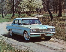 Ny och ganska intetsägande grill ersatte på 62:orna den delade grill som under ett par år var typisk för Pontiac.