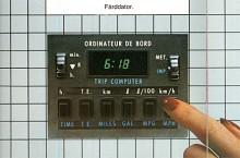 Långt innan man hade dator hemma fanns i bilen en färddator! En ganska enkel sak men ändå en nyhet som kunde räkna ut snittfart och bränsleförbrukning. Med tvåspråkighet och många knappar gjorde Talbot allt för att få det att se mer avancerat ut.