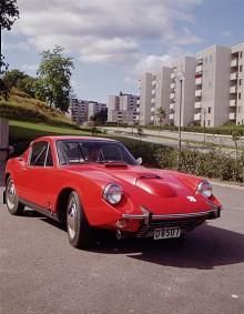Sonett II fick under modellåret 1967 i likhet med övriga modeller en V4 under huven. Det krävdes ett ganska brysk ingrepp i flipfronten för att få plats med den nya motorn. Motorn gjorde bilen lite mindre extrem till karaktären. 1 609 Sonett II V4 byggdes och 1969 var sista årsmodellen.