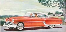 Pontiac delade 1954 som tidigare år grundkaross med Chevrolet men hade egen mekanik. Det var sista året för Pontiacs raka sidventilsåtta med rötter i det tidiga 1930-talet. Att det är en Star Chief syns på de tre fyruddiga stjärnorna på de små bakfenorna. Utmärkande är också en två tum längre hjulbas än den enklare Chieftain.