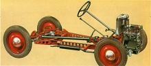 En konstruktion med ram låter som fel väg att gå när en småbil ska konstrueras. Men på 1930-talet var det den vedertagna metoden och Dante Giacosa drev konceptet till sin spets med minimal materialåtgång och i princip noll överhäng fram och bak. Elegant!