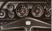 Fullständig instrumentering i den tidstypiskt svarta inredningen. När Ventora kom 1968 var bilarna från Vauxhall helt självständiga konstruktioner och inga komponenter delades ännu med Opel.