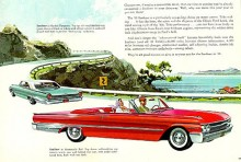 Nja, folk ville nog ha runda lysen trots allt. Redan året därpå 1961 var de tillbaka. Ford hade nyligen gjort fler försäljningsmässiga fiaskon som Continental 1956-57 och Edsel 1958-60 och vågade inte fresta köparnas tålamod ytterligare. Fram togs passaren för att rita exakta cirklar. 1964 försvann beteckningen Sunliner för Fords stora convertibles.