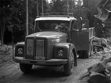 April 1972. En Scania-Vabis L75 har fångat Gus Melins intresse.