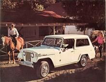 Andra generationens Jeepster här som välutrustad station Wagon. V6:an var på 160HP men det gick att fyrcylindrig F-head som är den amerikanska termen för halvtoppmotor.