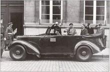 Vi börjar givetvis med en av Field Marshall Montgomery's Super Snipe stabsbilar, den som kallas The Victory Car. Den fanns med när Monty den 4 maj 1945 tog emot den tyska delkapitulationen på Lüneburger Heide. Bilen han tidigare använt i Afrika heter Old Faithful. Båda finns bevarade.