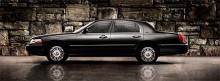 Något fattas på den aktuella modellen, ja, tredje rutan förstås! Måtten är fortfarande rejält tilltagna, längd 549 cm och bredd 199cm. (Porsche påstår visst att deras Panamera är marknadens bredaste fyrdörrarsbil, men den är bara 193 cm bred!)