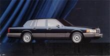 Generation 2 (1990-1998) hade trots de mjukare formerna fortfarande ett imposant yttre. Tekniskt inga större nyheter men med tiden infördes Fords nya V8 med överliggande kamaxlar.
