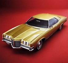 Det märks på avsaknaden av blänkande listverk och påkostat vinyltak att denna Catalina var en instegsmodell 1971.