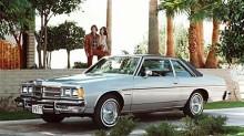 Från 1977-81 krymptes karossmåtten rejält på de sista Catalina som tillverkades. För första gången fanns modellen med så pytteliten motor som en - hu då - V6! Detta är en Catalina från 1977.
