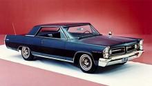 Som en större Opel Admiral. Pontiac Grand Prix 1963 bar på ursprungsgenerna. Nästan lite sportig med extraljus i grillen och tuffa åttabultade fälgar. Eller hur!?