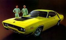 Redan 1971 var det dags för karossbyte, mer slimmat och med den moderiktiga mattsvarta färgen över motorhuven.