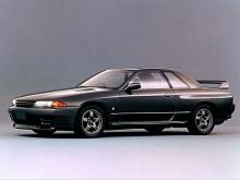Med Skyline GTR 1989 - R32 kallad - blev allt plötsligt rätt. En bil med intressanta veck och pressningar som lockar ögat på en upptäcktsfärd. Dessutom var detta en bil med fantastiska prestanda tack vare en turbomotor på 320 hk och fyrhjulsdrift.