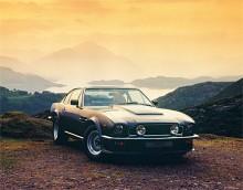 Aston Martin V8 Vantage presenterades 1977 och betecknades som den första engelska högprestandabilen. Fler och större luftintag var främsta yttre kännetecknen för en Vantage. Fanns till 1987.