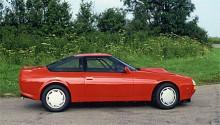 V8 Vantage Zagato hade hisnande utseende och lika hisnande prestanda för tiden och mellan 1986-88 byggdes endast 52 ex. V8-motorn pressade ur sig 380 ivriga hästkrafter på 5,3 liters volym.