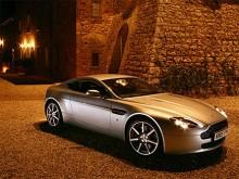 """Vantage 2006 har en V8 härstammande från Jaguar på 4 276 cm3 och 380 hk. Med denna """"lilla"""" motor är Vantage instegsmodellen sedan 2005."""
