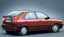 Andra generationens Lancia Delta byggde på samma plattform som Fiat Tipo och presenterades som 1993 års modell. Den fanns också i ett hårigt turbo-utförande men aldrig med fyrhjulsdrift. Delta II byggdes till 1999.