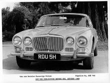 När helt nya XJ6 presenterades inför en häpen publik i oktober 1968 passade man även på att lansera en Daimlerversion. Det som skiljde mest var självuppfattningen hos dem som köpte bilarna, Jaguar stod för det lite sportigare, Daimler för det lite noblare.