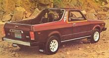 …pickup! Fast den kallades för BRAT, namnet betyder busunge men lanserades som en förkortning av Bi-Drive All-terrain Transport vehicle. Riktigt tuff var den i alla fall. Du har väl inte glömt vem det var som formgav BRAT? Leta dig till Tucker bland namnsdagbilarna och du har det något oväntade svaret! Bilhistorien är fantastisk.