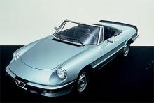 Alfa Spider levde länge och genomgick många faser. 1982 kom Aerodynamica med spoiler både fram och bak samt en tidsenlig digitalklocka på mittkonsolen.