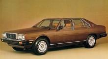 1976 hade Maserati än en gång bytt ägare, nu kontrollerades företaget sedan ett år av Alejandro De Tomaso. Han var övertygad om att en Quattroporte eller 4porte som den nu benämndes behövdes för att ge Mercedes en match. Quattroporte III var en enorm bil ritad av Italdesign. Den var bakhjulsdriven och första upplagan fanns med antingen en V8 på 4,2 liter eller 4,9 liter.