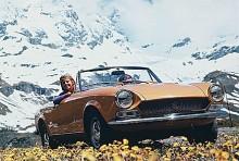 Fiat Spider var riktad direkt mot den amerikanska marknaden, men såldes sporadiskt i lite olika europeiska länder. Mekaniken var rättfram, hämtad från 124-modellen, den som sedemera blev VAZ. Den sportiga formen var ett verk av Pininfarina, som 1982 tog över hela ansvaret för modellen och kallade den Spidereuropa. Den hade tillverkats i Pininfarinas fabrik sedan debutåret 1966, så rutinen var det inget fel på. 198 000 exemplar tillverkades.