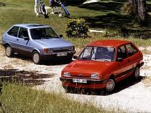 1983 kom Mark II av Fiesta. Den kantiga formen på fronten hade hyvlats bort och interiören var ny, annars var mycket sig likt.
