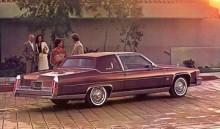 """Under 1970- och 1980-talen hade Cadillac allt svårare att motivera bilarnas storlek. Begreppet fullsize fick tolkas om och nya modellserier kompletterade bilden av Cadillac. Under kalenderåret 1981 introducerades exempelvis Cimarron, en sub compact med fyrcylindrig motor och manuell golvväxel i sitt enklaste utförande.    Tur då att pensionärernas lyxfavorit Fleetwood fortfararande höll fast vid de gamla värdena. De kosmetiska förändringarna detta år var begränsade. Och skulle lyxen matchas med aningen bättre Mile Per Gallon fanns bensin-V6 och diesel V8 (från Oldsmobile) att tillgå.   Det här var också den digitala revolutiones första stapplande steg. Cadillac laddade in mängder med elektronik i sina bilar och toppade med analog dator i reserv ifall den digitala datorn skulle haverera. Och det gjorde den.   Den kanske mest kända """"innovationen"""" var V8-6-4 motorn, där varierande antal cylindrar sattes i arbete beroende på hur gaspedalen hanterades."""