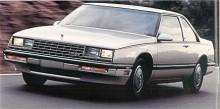 Nu är det 1986 och nya vindar blåser. LeSabre blir en förenklad version med kortade överhäng av den helt nya Electra som kom året innan. Le Sabre blir alltså framhjulsdriven och lämnar den fåra som kusinen Caprice traskar vidare i.