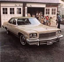 Nu är det 1976 och större kommert det inte att bli. LeSabre är nu 203 cm bred och 577 cm lång. Electra är ännu längre, 593 cm!