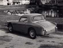 Hard-top på! Turner var elegantare än Sprite som dock i sin kantiga andra generation av BMC givits vissa likheter med Turner. (Photo courtesy: Turner Sports Car Register)
