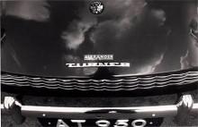Alexander-Turner utmärktes av ett särskilt emblem på huven. Av Alexander-Turner lär det bara finnas fem stycken kvar i hela världen, varav en sedan flera år är under renovering i Skåne. (Photo courtesy: Turner Sports Car Register)