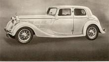 Triumph var på 1930-talet en liten fristående tillverkare av sportiga bilar i den övre mellanklass där också märken som Riley och SS-Jaguar fanns. Vitesse var från början en effektstarkare version av modellen Gloria men blev från 1937 en självständig modellserie med nya egenutvecklade toppventilmotorer. Bilden visar en Vitesse 1937 med 2-liters sexa. Triumphfabriken i Coventry blev totalt utbombad under kriget. De bilar av märket Triumph som sedan tillverkades av Standard, som 1944 köpte namnet Triumph, hade därför inte något alls gemensamt med förkrigsmodellerna.