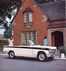 Triumph Vitesse fanns både som saloon och convertible men till skillnad från Herald inte också som kombi eller coupé. Redan Triumphs små fyror var kända för mjuk och smidig gång och den sexcylindriga versionen var ännu mer harmonisk.