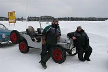 Johan Bergman med codrivern Kent Blomqvist trotsade kylan helt i Johans öppna Willys Jeep 1947.