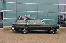 Sexcylindrig Mercedes Safari i toppskick.